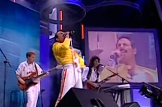 I Want to Break Free / We Will Rock You / We Are The Champions – Dios Salve a la Reina / God Save The Queen / DSR